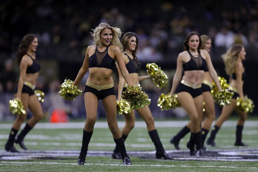 Las hermosas porristas de la NFL brindaron energía y espectáculo  Santos...