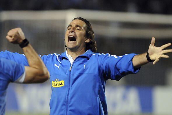 El técnico Juan Antonio Pizzi de la Católica celebrando el triunfo chile...