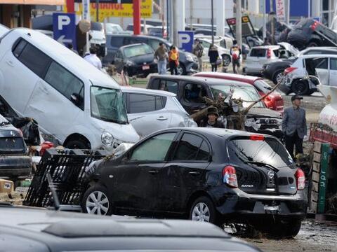 Los autos, las otras víctimas del terremoto en Japón