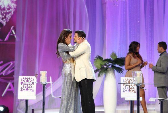 ¿Recuerdan cuando besó a una de las participantes en uno de los retos? S...