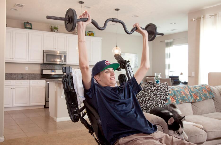 Tratamiento experimental a paciente tretrapléjico que recupera movilidad