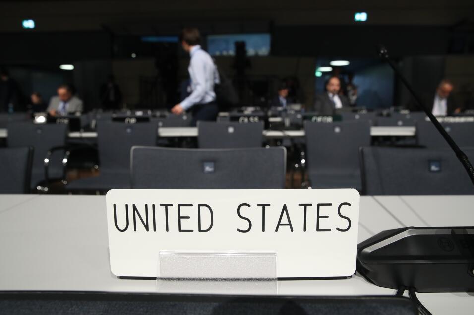 """Delegación oficial de EEUU fue abucheada tras promover los """"combustibles..."""