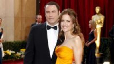 Según un escritor, John Travolta ha engañado varias veces a su esposa co...