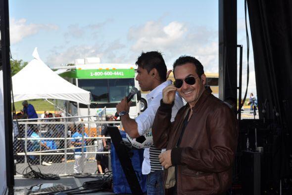 Tony Guerrero y Carlos Calderón robaron suspiros, deleitaron a la multit...