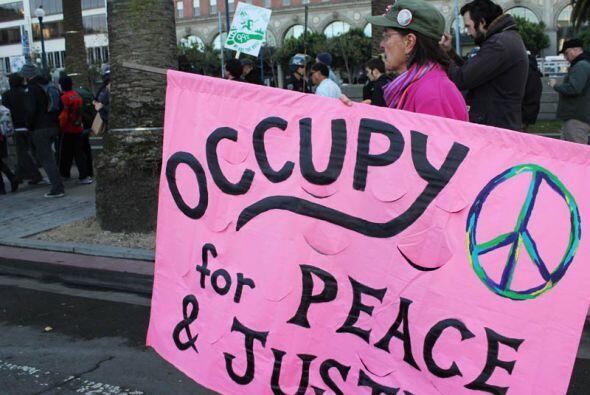 Durante el día manisfestadores recorrieron las calles nuevamente intenta...
