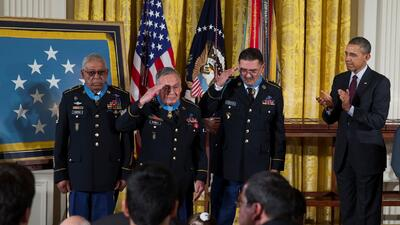 Obama condecora a veteranos hispanos con Medalla de Honor