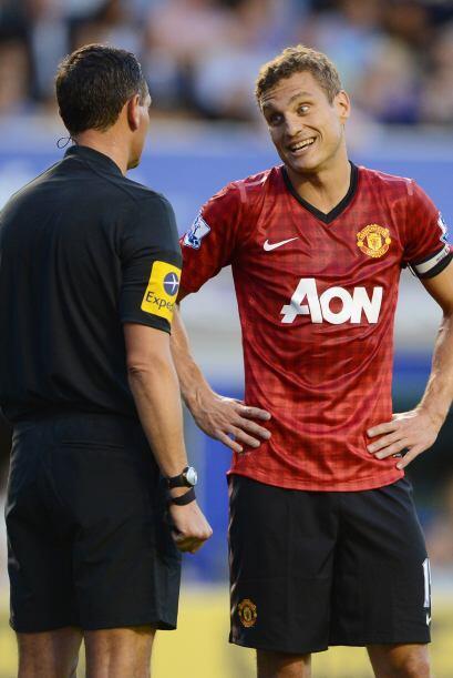 Los defesores del Man-United reclamaban en busca de un respiro por las c...