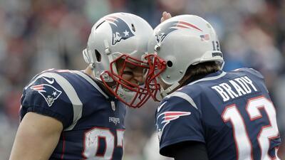 Gronk & Brady festejan un touchdown contra los Buffalo Bills.