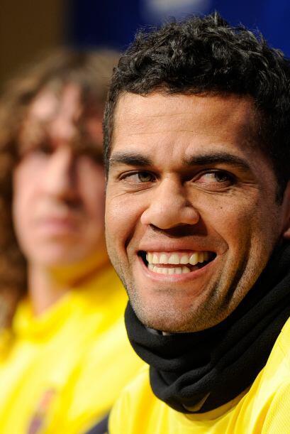 Dani Alves estaba de lo más contento ante cada cuestionamiento de la pre...