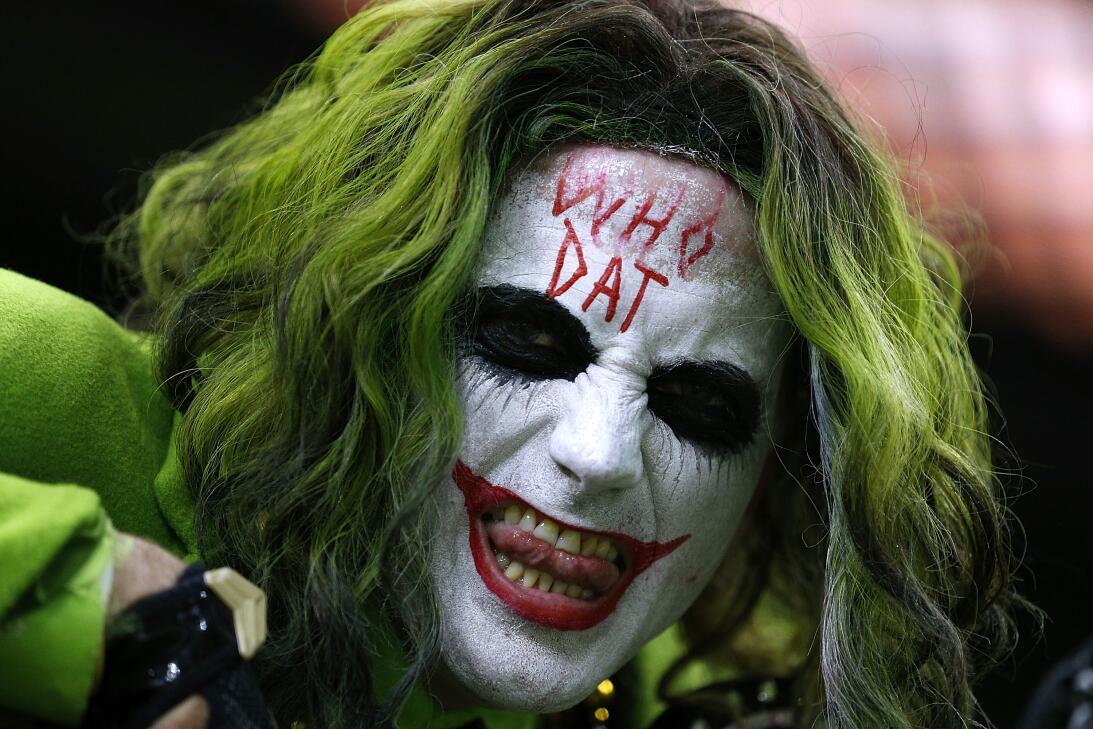 Desde los aficionados hasta las porristas, el espíritu de Halloween se t...