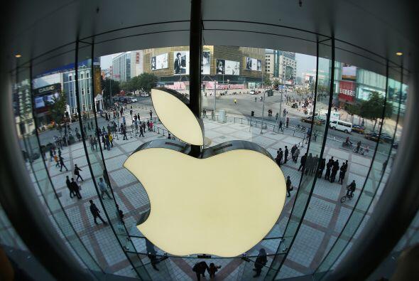 El gigante tecnológico Apple abrió este sábado en P...