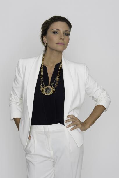 Issabela Camil como Liliana López Haro, mujer atractiva, dominante y fue...