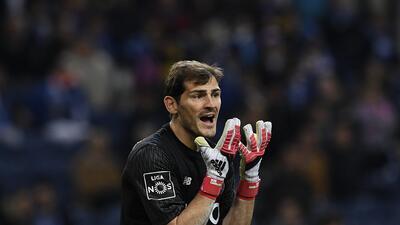 Iker Casillas hace explotar a la afición del Sporting al insinuar un arbitraje favorable