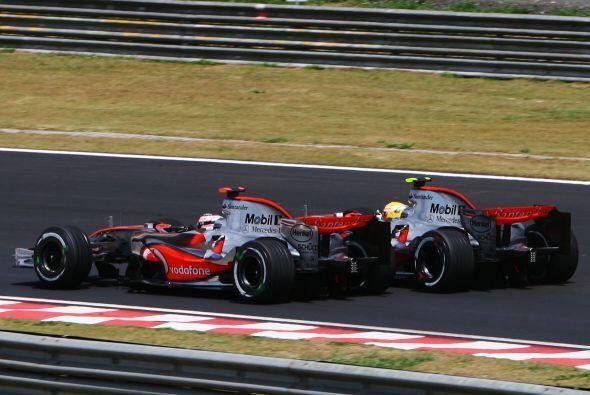 En teoría Alonso tenía un mejor auto con McLaren-Mercedes que con la Ren...