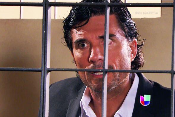 Ni modo, no le gustó tu propuesta de que Araceli lo defienda. Su...