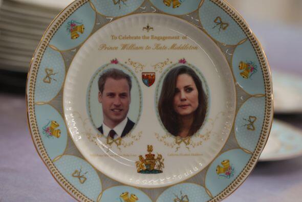 El principe Guillermo, segundo en la línea sucesoria británica, conoció...