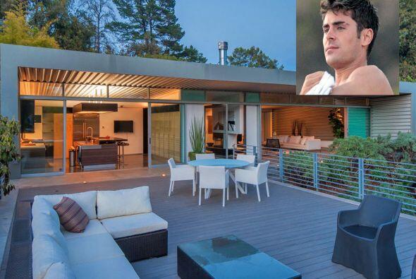 El actor Zac Efron puso a la venta su casa de Los Ángeles, por la que pi...