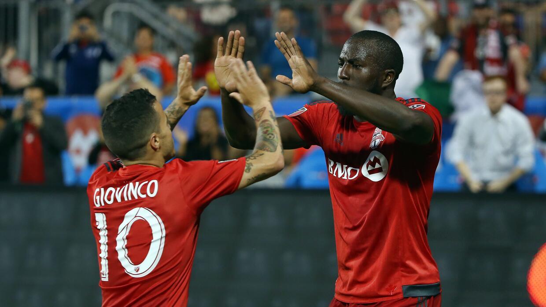 Giovinco y Altidore celebran triunfo de Toronto FC
