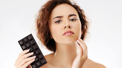 Alimentos para combatir el acné y los que no deberías comer si quieres una piel radiante