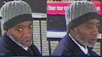 Autoridades buscan a un hombre que fingió ser turista para robar a una mujer en Times Square
