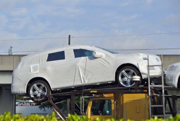 Para los que todavía no adivinan de qué SUV se trata, es una Audi Q7 2011.