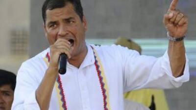 El presidente de Ecuador, Rafael Correa, denunció que grupos que se sien...