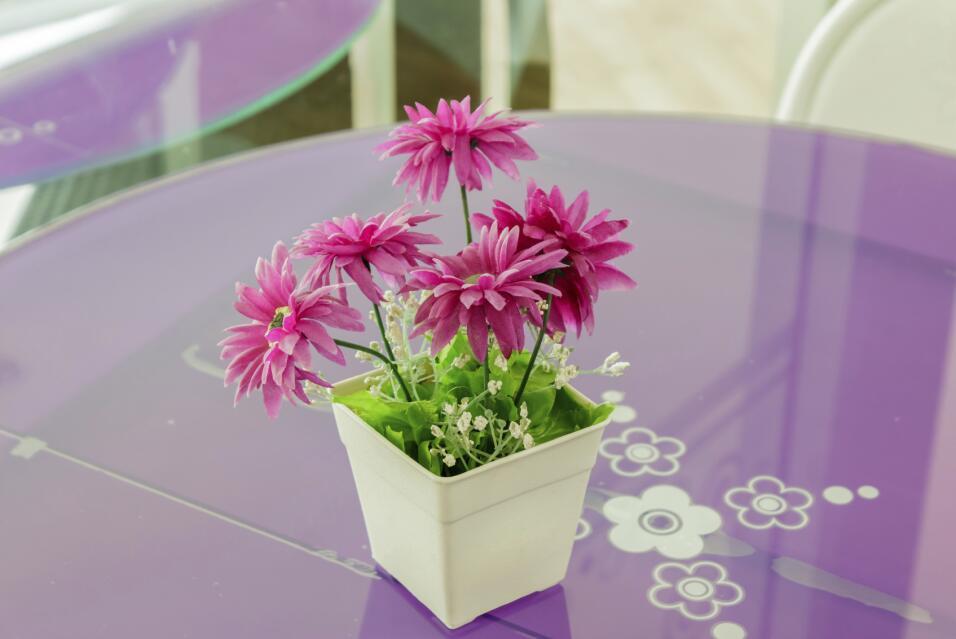 Para que las flores naturales duren más tiempo recuerda colocarlas en un...
