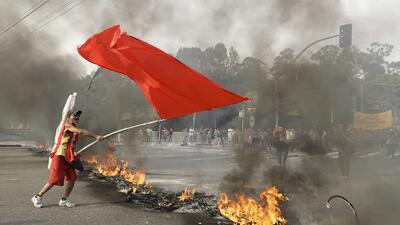 Protestas tras la destitución de Dilma Rousseff de la presidencia brasileña terminan en violencia