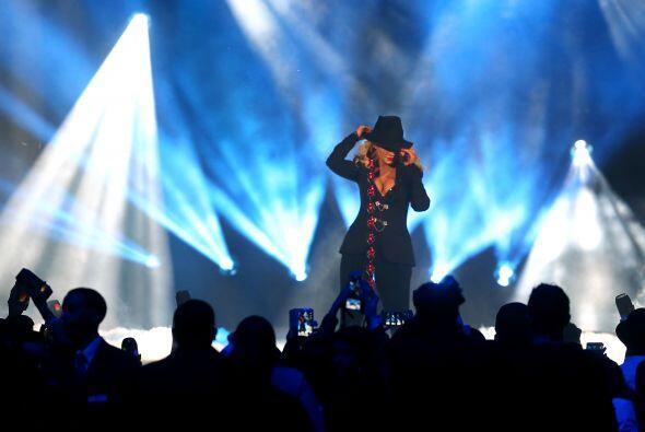 Christina Aguilera abrió el espectáculo cantando varios temas niuyorquin...