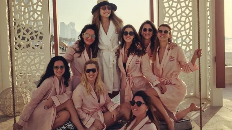 Imagen de Mina Basaran y sus amigas, durante su despedida de soltera.