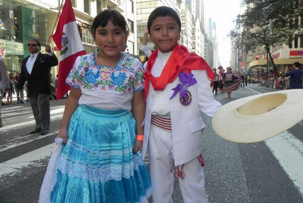 Los niños en el desfile de la Hispanidad 797c0713c4454f2bbf85c6885fcc671...