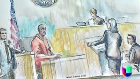En este boceto, el acusado Esteban Loaiza (izquierda) escucha a su aboga...
