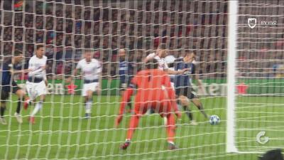 Con una tremenda atajada, Hugo Lloris salvó a Tottenham