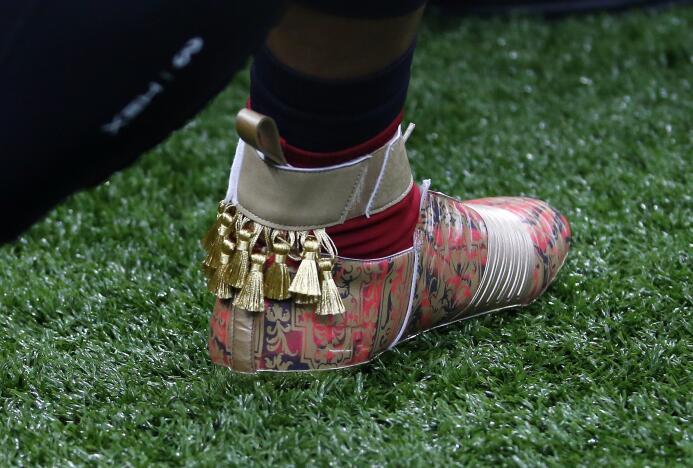 Exorbitantes diseños de zapatillas por una causa noble en la NFL ap-1733...