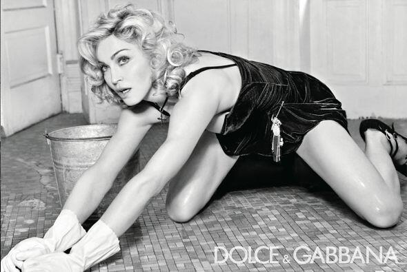 Madonna tomó el role de ama de casa de los cincuenta en la nueva campaña...