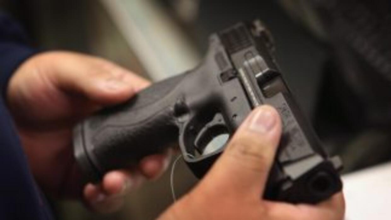 Estrictamente prohibido llevar armas en vuelos comerciales