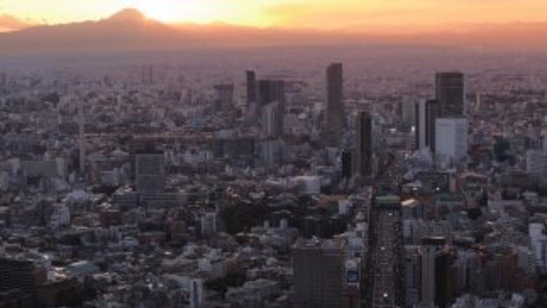 Un fuerte sismo de magnitud 6.4 grados sacudió el noroeste de Japón sin...