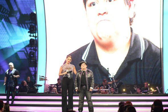 Gali presentó un segmento con Stephanie antes de que cantara.