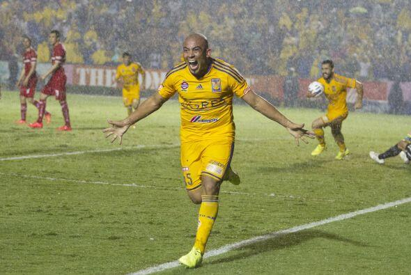 Egidio Arévalo, el uruguayo ha recorrido la milla en el fútbol mundial y...