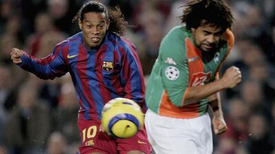 Los 10 Mejores | El genial gol de tiro libre de Ronaldinho al Werder Bremen: sin ángulo y de picada
