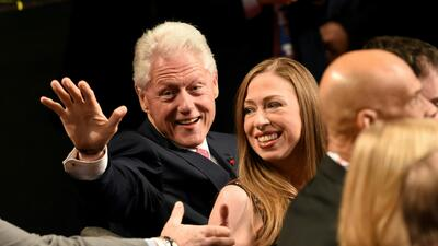 Los clanes Clinton y Trump, presentes en el debate