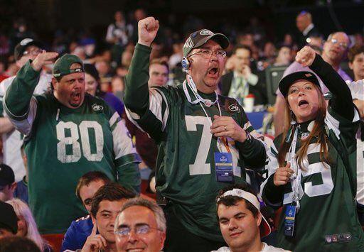 Los fans de los Jets reaccionaron así cuando el equipo seleccionó en la...