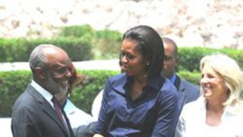 Michelle Obama llegó de sorpresa a Haití, se reunió con el presidente Re...