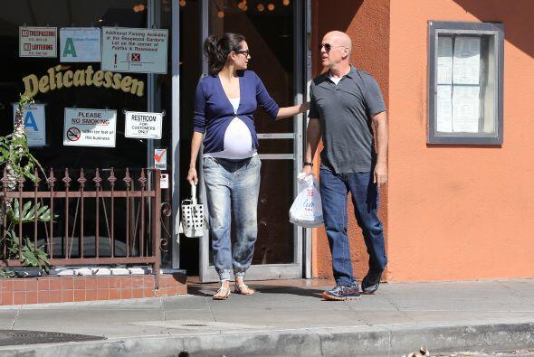 Emma Heming y Bruce Willis están de fiesta.Más videos de C...