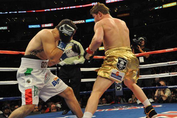 Saúl 'Canelo' Alvarez y Alfonso Gómez pelearon en Los Angeles por el tít...