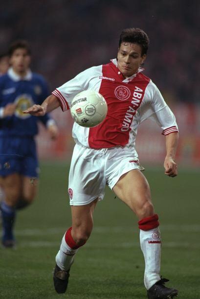1996: El finlandés Jari Litmanen tuvo un buen torneo con el Ajax, gracia...