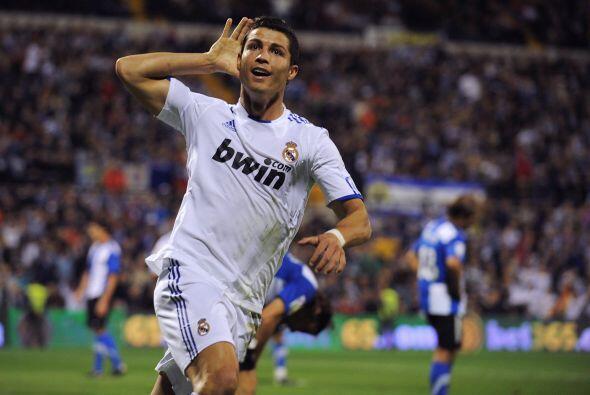 El crack portugués lleva 265 goles en apenas 254 partidos oficial...