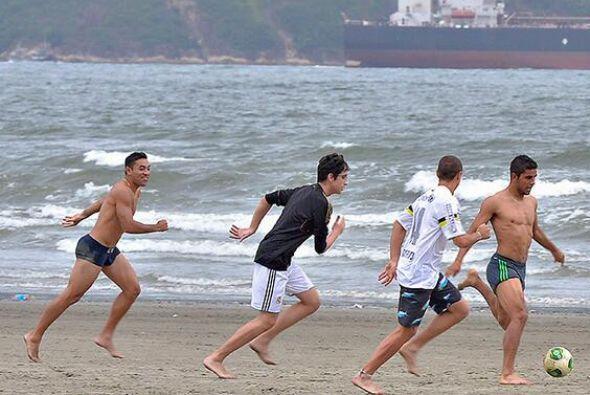 'Chicharito' vistió la camiseta del Santos la cual traía su nombre escri...