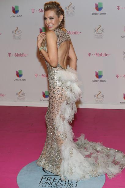 El tul, los brillos, el escote y el peinado, Thalía ahora sí que nos sor...