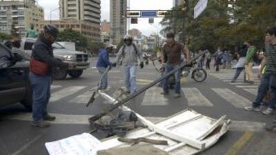 Levantan barricadas en Caracas, Venezuela